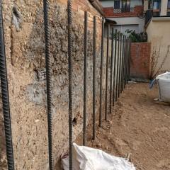 Tanca perimetral en construcció